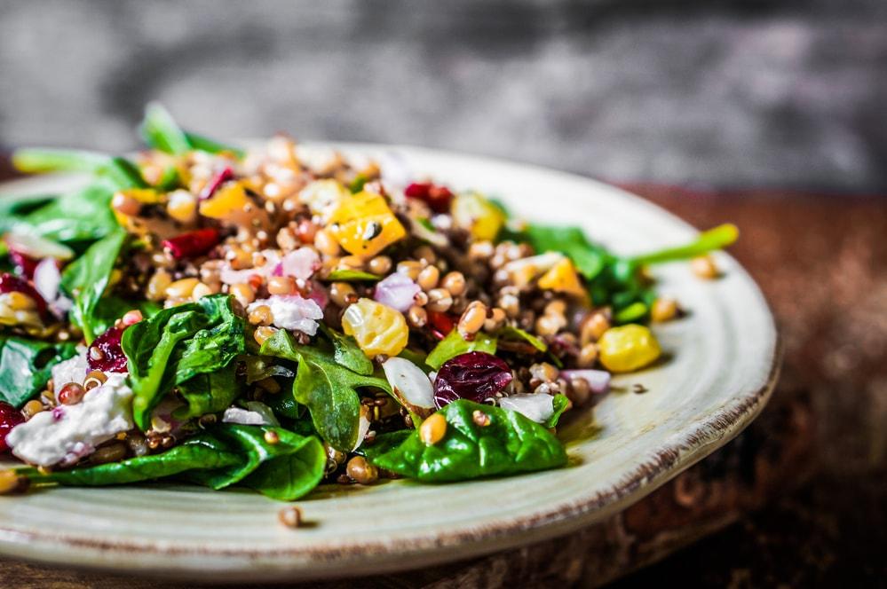 healthy-salad-benefits-of-using-sauna